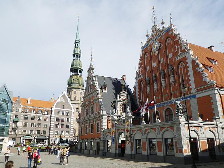 ラトビア・リガの中欧市場はヨーロッパ最大級!世界遺産にも登録された市場!