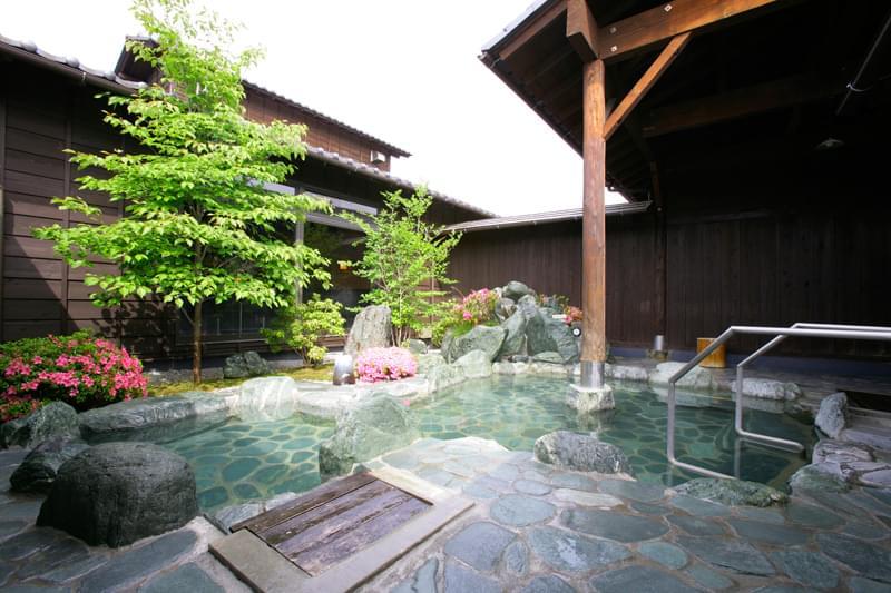 秩父の人気温泉「天然自家源泉 星音の湯」満点の星空と絶景露天風呂でリラックス