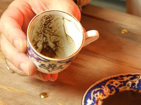 恵比寿のシーシャバーでコーヒー占い!アラシアートサロンは当たると人気!?