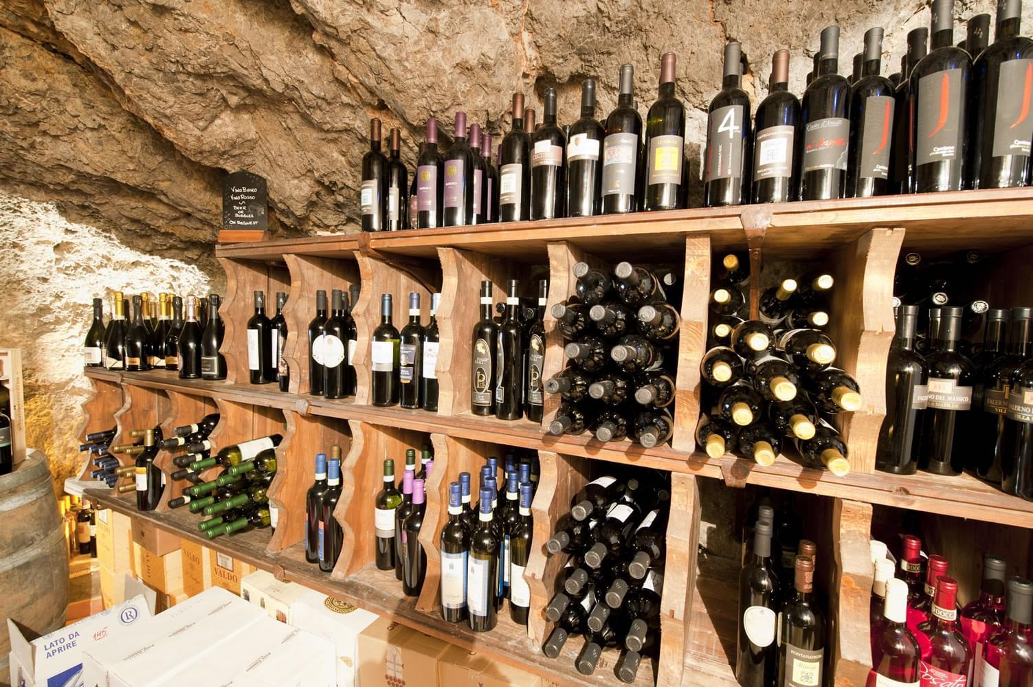 イタリア・アマルフィ海岸を見下ろす絶壁のレストラン「Il Pirata」が美しすぎると話題に!