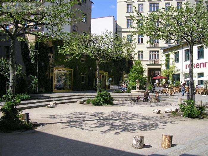 ベルリンのかつて職人の住居「へーフェ」でショッピングを楽しもう!
