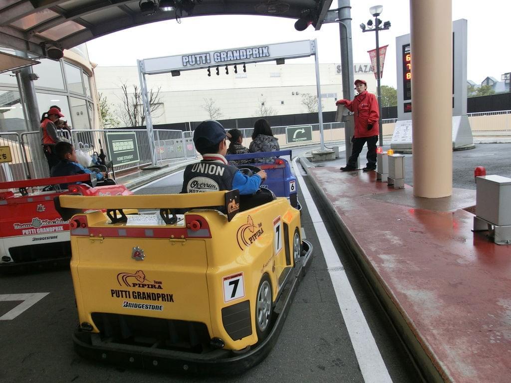 鈴鹿サーキットでレーシング体験 大人も子どももマシンに夢中♪