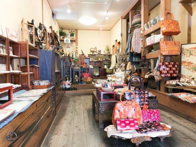 宮島でお土産を買うならここ!表参道商店街でおすすめのお土産