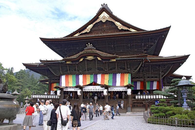 東日本最大級寺院、長野県元善町「善光寺」本堂内部のみどころ徹底解剖
